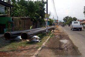 Sebagian pipa baru yang akan dipasang Pertamina untuk menyalurkan BBM dari Cilacap menuju Rewulu terlihat di Desa Maos Kidul, Kecamatan Maos, Kabupaten Cilacap, Jawa Tengah, Rabu (4/12/2019). (Antara-Sumarwoto)