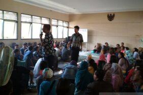 PKL Balai Jagong dikumpulkan di Aula Dinas Perdagangan Kabupaten Kudus, Jawa Tengah, Rabu (11/12/2019). (Antara-Akhmad Nazaruddin Lathif)