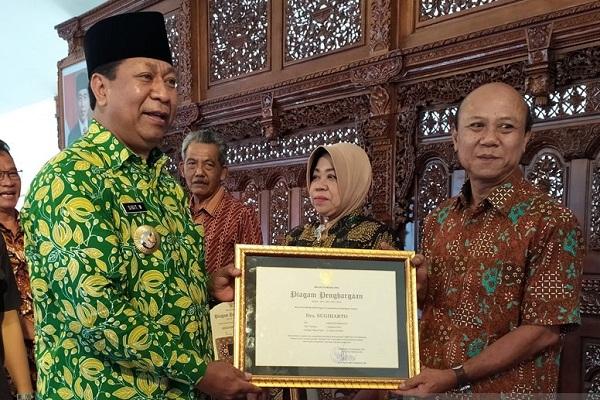Wali Kota Beri Penghargaan 179 Pensiunan PNS Magelang
