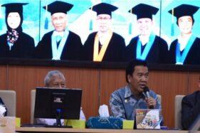 Rektor Undip Prof. Yos Johan Utama tampil dalam acara jumpa pers di Ruang Sidang Rektor, Gedung Widya Puraya, Kampus Undip Tembalang, Kamis (12/12/2019). (Antara-Undip)
