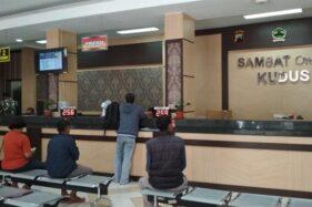 Pelayanan Kantor Samsat Kudus, Jawa Tengah. (Antara-Akhmad Nazaruddin Lathif)