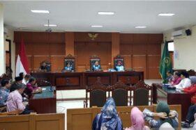 Sidang putusan gugatan guru besar Undip Semarang Prof Suteki terhadap rektor Undip di PTUN Semarang, Rabu (11/12/2019). (Antara-I.C. Senjaya)