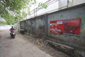 Spanduk dukungan untuk Achmad Purnomo-Teguh Prakosa, terpasang di tembok belakang kantor Dinas Perhubungan (Dishub) di Manahan, Banjarsari, Solo, Selasa (3/12/2019). (Solopos-Nicolous Irawan)