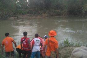 Tim search and rescue (SAR) berupaya mencari korban tenggelam. (Antara)