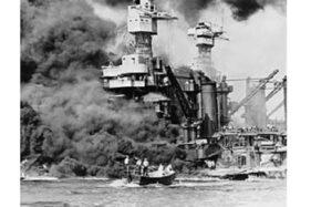Salah satu kapal milik AS, USS West Virginia, rusak setelah dibombardir pasukan Jepang di Pearl Harbour, Hawaii, 7 Desember 1941. (Wikimedia.org)