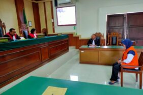 Nurhayati duduk di kursi terdakwa saat sidang putusan di Pengadilan Negeri (PN) Wonogiri, Kamis (12/12/2019). (Solopos/Rudi Hartono)