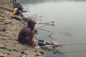 Air di Waduk Bade Boyolali Kian Tinggi, Pemancing Gembira