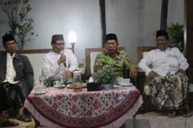 Ketua Bawaslu Kota Pekalongan Sugiharto bersama Wali Kota Pekalongan Saelany M. tampil dalam Sosialisasi Pilkada 2020 melalui kegiatan gelar budaya, Jumat (6/12/2019). (Antara-Kutnadi)