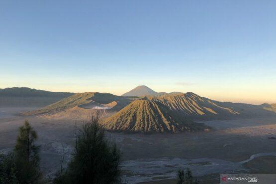 Pemandangan Gunung Bromo, Tengger, dan Semeru. (Antara)