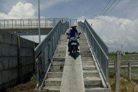 Jembatan Layang di Sragen Terlalu Curam, Banyak Petani Jatuh