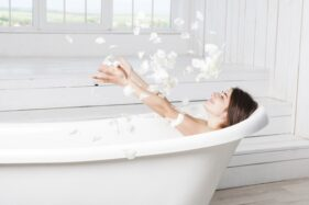 Ilustrasi bathtub. (Freepik)