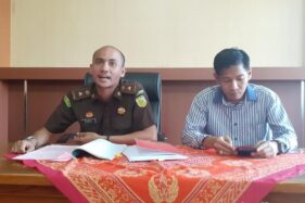 Kasi Pidum Kejari Kabupaten Malang, Sobrani Binzar (kiri). (detik.com)