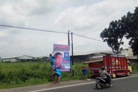 Baliho One Krisnata siap maju sebagai Cabup Klaten dipasang di tepi jalan raya Jogja-Solo wilayah Ceper, KLaten, Senin (13/1/2020). (Solopos/Taufiq Sidik Prakoso)