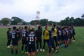 Persis Solo menjalani latihan di Stadion Sriwedari. (Solopos/Chrisna Chanis Cara)