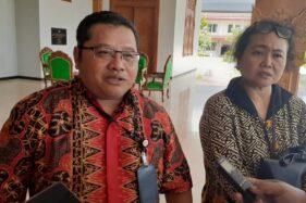 Wakil Pimpinan Bank BNI cabang Madiun, Adi Priyambodo, memberikan keterangan kepada wartawan di Puspem Kabupaten Madiun di Kecamatan Mejayan, Selasa (21/1/2020). (Abdul Jalil/Madiunpos.com)