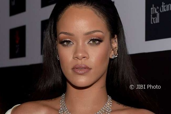 Tak Kuat LDR, Rihanna Putus dari Miliarder Arab
