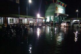 Hujan deras yang melanda Kota Pekalongan, Senin (20/1/2020), membuat beberapa kelurahan di wilayah itu dilanda banjir. (Antara- Kutnadi)
