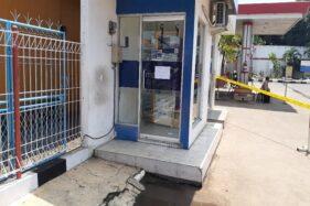 ATM Bank Mandiri di Pekalongan dipasangi police line setelah ditemukan kardus diduga berisi bom, Rabu (22/1/2020). (Semarangpos.com-Humas Polda Jateng)