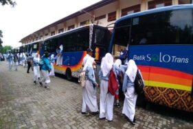 Hari Pertama Angkutan Siswa SMPN 3 dan SMPN 18 Solo Pakai BST Semwarut