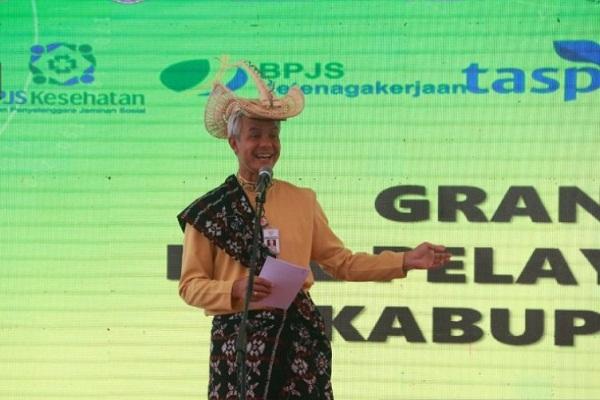 Gubernur Jawa Tengah Ganjar Pranowo mengikuti Peluncuran Mal Pelayanan Publik di Kabupaten Batang, Kamis (23/1/2020). (Antara-Kutnadi)
