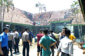 Pondok Gontor 2 di jalan Ponorogo-Pacitan, Desa Madusari, Kecamatan Siman, Kabupetan Ponorogo, terbakar, Selasa (21/1/2020). (Istimewa)