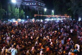 Warga memadati Jl. Jenderal Sudirman, Solo, untuk merayakan pergantian tahun Imlek 2020, Jumat (24/1/2020). (Solopos/M. Ferri Setiawan).