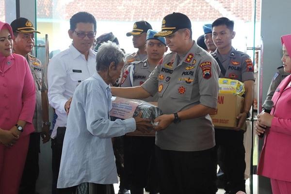 Kunjungi Korban Banjir Demak, Ini yang Dilakukan Kapolda Jateng...
