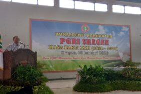 Ketua PGRI Sragen periode 2020-2025, Suwardi, berpidato dalam Konferensi XXII PGRI Sragen di Aula PGRI Sragen, Selasa (28/1/2020). (Solopos/Tri Rahayu)