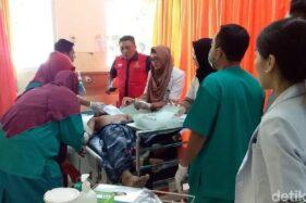 Isbullah dirawat intensif setelah dibacok istrinya. (detik.com)