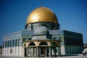 Kubah Batu di Kompleks Masjidil Aqsa yang dibangun di masa keemasan Kekhalifahan Ummayyah. (Wikimedia.org)