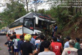 Habis Kecelakaan di Batang, Bus Harapan Jaya Masuk Parit di Purwantoro Wonogiri