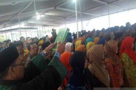 Ratusan pejabat eselon IV dan eselon III Pemkab Temanggung dilantik di Pondok Pesantren Karang Santri, Desa Bandung Gede, Kecamatan Kedu, Kabupaten Temanggung, Jawa Tengah, Jumat (17/1/2020). (Antara-Heru Suyitno)