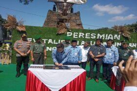 Wali Kota Salatiga, Yuliyanto, meresmikan Lapangan Pancasila di Kota Salatiga, Jumat (17/1/2020). (Semarangpos.com-Imam Yuda S.)