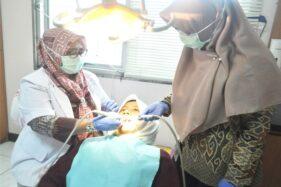 Pelayanan konsultasi gigi di RSIS Yarsis. (Solopos/M. Aris Munandar)