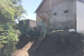 Rumah Yanuar, 39, warga Kampung Sumberlerak, Kelurahan Siswodipuran, Boyolali ambrol akibat tanah longsor, Jumat (17/1/2020). (Solopos-Tamara Geraldine)