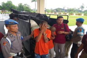 Dua anggota komplotan pencuri gabah yang tertangkap dihadirkan saat konferensi pers di Mapolres Klaten, Rabu (29/1/2020). (Solopos/Ponco Suseno)