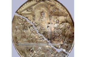 Missorium Theodosius I yang tersimpan di Museum of Merida, Spanyol. (Wikimedia.org)