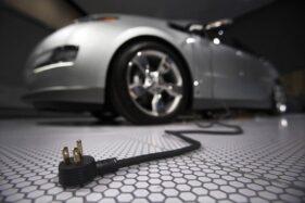 Ilustrasi mobil listrik. (Reuters)