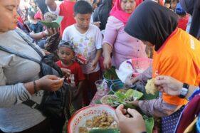 Ganjar Pranowo Bersepeda dari Semarang ke Grobogan demi Nasi Pagar