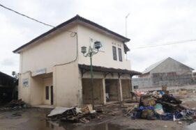 Kantor pengelola Pasar Legi Solo dikosongkan, Rabu (8/1/2020). Seluruh bekas bangunan Pasar Legi dirobohkan dan dibangun kembali. (Solopos-Sunaryo Haryo Bayu)