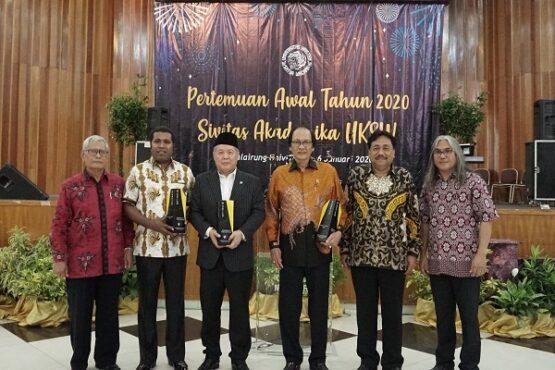 UKSW Ganjar 3 Alumninya Penghargaan, Siapa Saja?