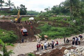 Rubicon Rp1,9 Miliar Bupati Karanganyar Gagal Seberangi Sungai, Akhirnya Ditarik Ekskavator