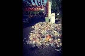 Sampah bekas makanan dan minuman berserakan di sekitar Pasar Gede, Solo, Minggu (19/1/2020). (Istimewa/Y.F. Sukasno)
