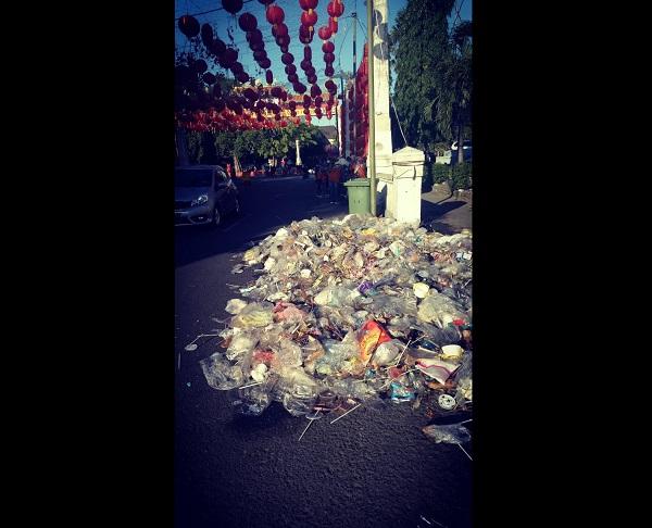 Panitia Imlek Solo Ajak Pengunjung Tukar Sampah dengan Kue Keranjang