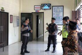 Sidang kasus siswa yang didakwa membunuh begal di Pengadilan Negeri Kepanjen, Kabupaten Malang, Senin (20/1/2020). (Antara)