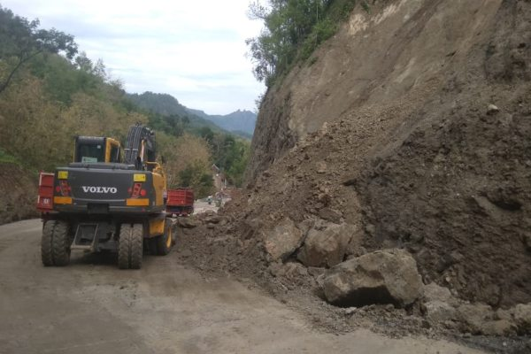 Tebing Jalan Lingkar Kota Ruas Wuryorejo Wonogiri Longsor