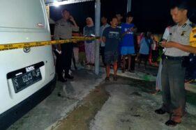 Garis polisi dipasang di lokasi kejadian warga meninggal Di Dukuh/Desa Gebang, Masaran, Sragen, Senin (27/1/2020) malam. (Istimewa)