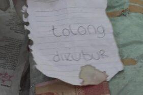 Surat wasiat yang ditemukan bersama janin yang dibuang di Desa Kampung Anyar, Kecamatan Glagah, Banyuwangi, Minggu (19/1/2020). (Detik.com)