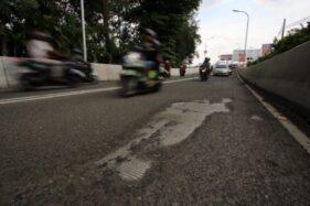 Tambalan Aspal Flyover Manahan Solo Bergelombang, Pasir Berceceran