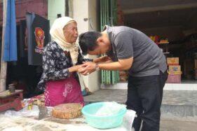 Ida Hartono (kanan), saat blusukan ke pasar tradisional di Klaten, Sabtu (1/2/2020). (Solopos-Ponco Suseno)